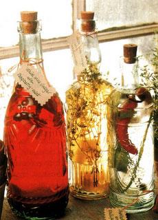 бутылки с маслом и уксусом