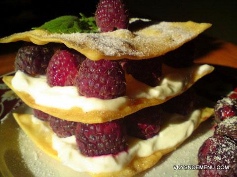 пирожные с малиной