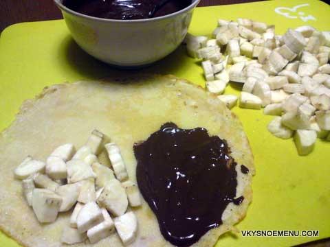 блины с бананами и шоколадом
