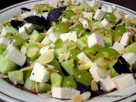салат с огурцами и виноградом