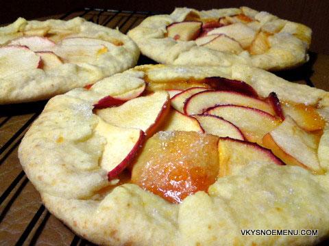 пицца с яблоками