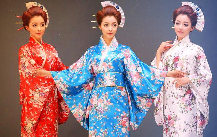 три девушки в кимоно